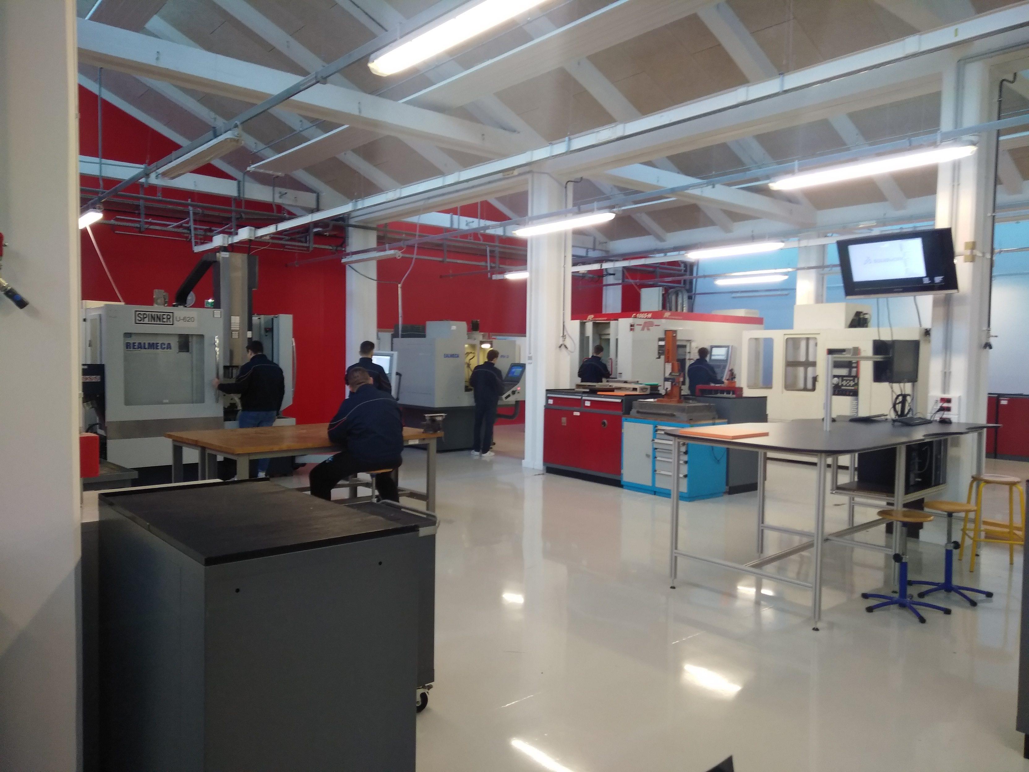 Un atelier d'essai et de production moderne